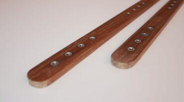 Fussschlaufen-Plugs aus Holz für das neue Kiteboard