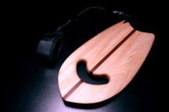 Holzernes Handplane mit Leash