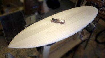 Surfboard-Blank aus Paulownia-Holz – ein neuer Bauansatz