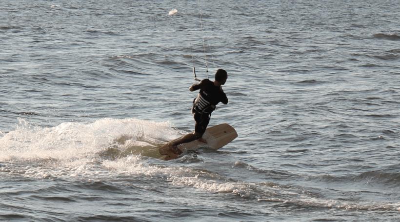 Strapless-Test mit Hollow-Wood-Surfboard in Brasilien/Kiel