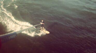 Erster Test des Alaia-Surfboards in Brasilien