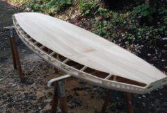 Paulownia-Decks wegen Überlänge aus zwei Stücken verleimt