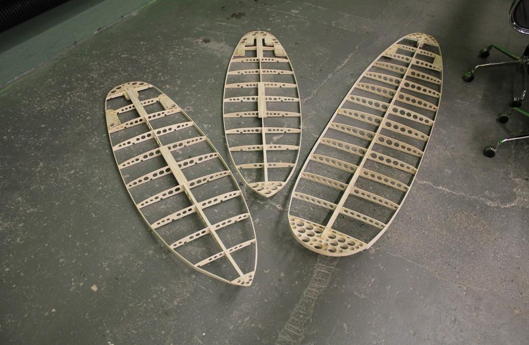 Sperrholz-Skelette der neuen Surfboards