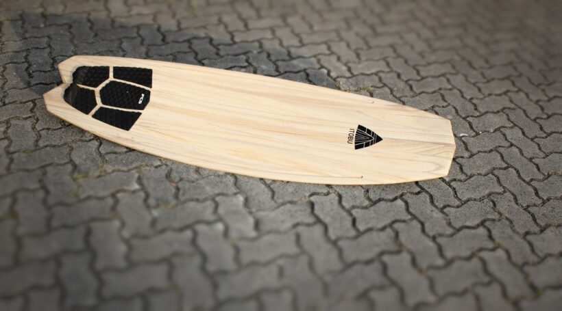 Waveboard aus massivem Paulownia-Holz