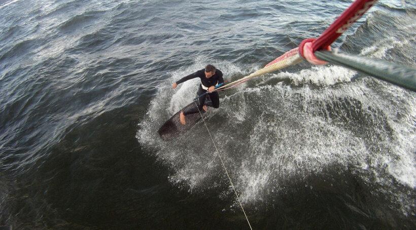 Wooden Surfboard auf Ostsee bei Kiel