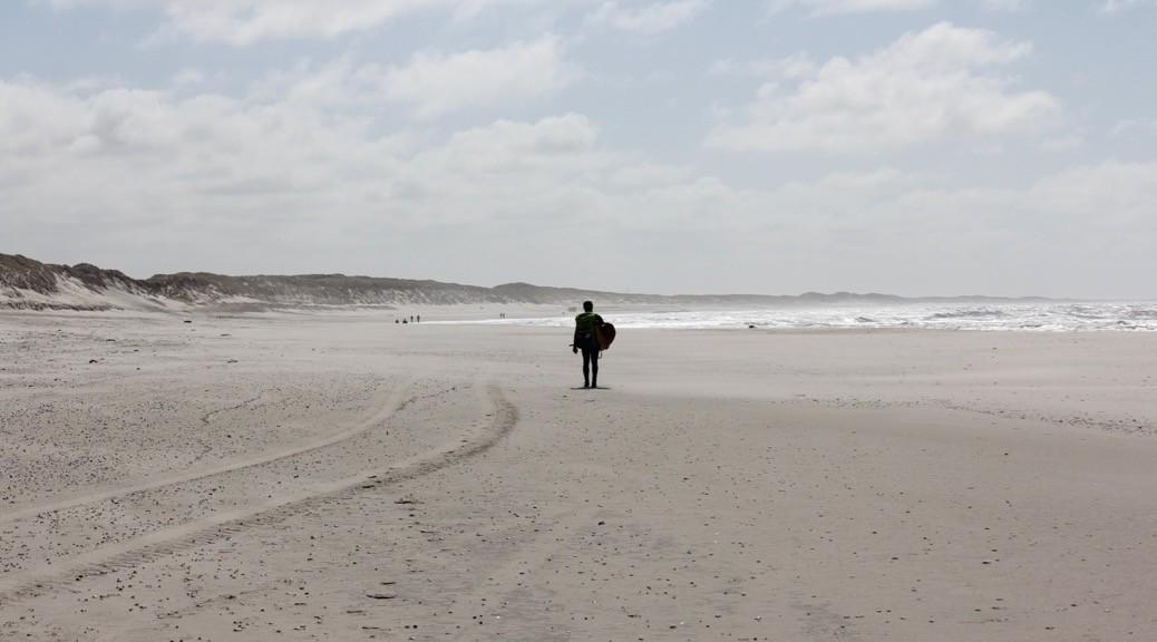 Einsamer Kitesurfer in Hvide Sande