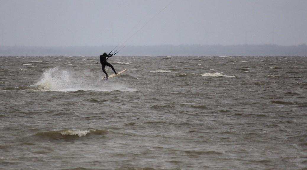Strapless Jumping Kitesurfing