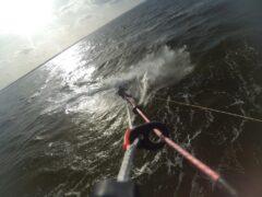 Kitesurfen mit dem asymmetrischen Parallelogramm-Surfboard