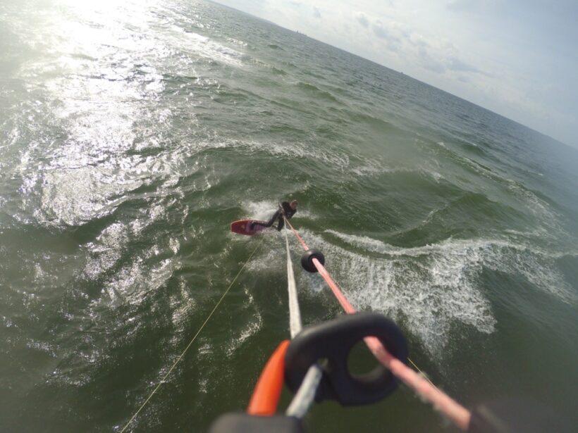 Kitesurfen mit asymmetrischem Surfboard in der Ostsee