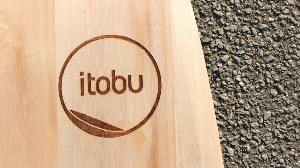 Eingelasertes itobu-Logo