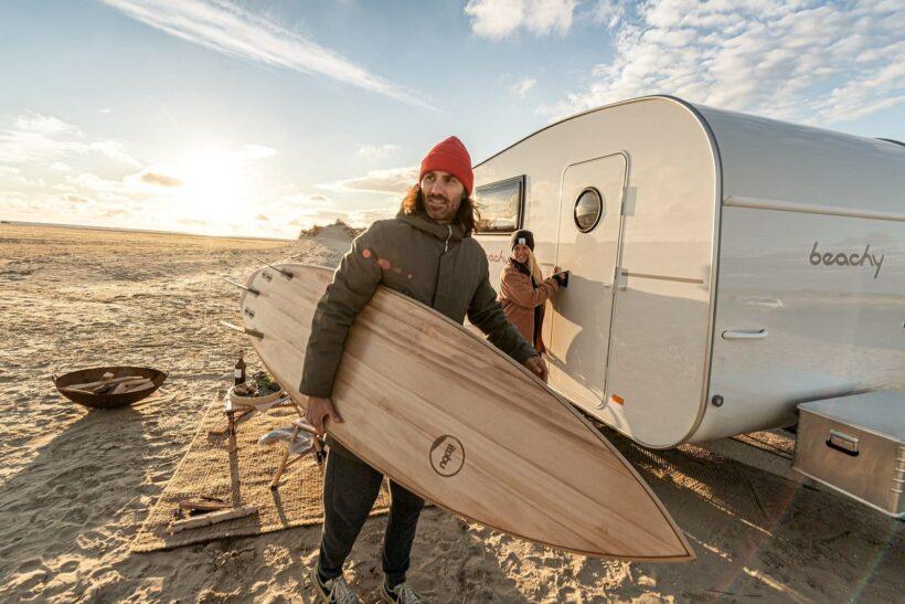ITOBU-Surfboard bei Fotoshooting für Hobby beachy