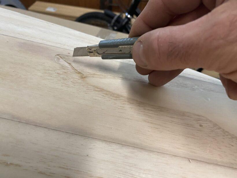Nachgebendes Holz entfernen