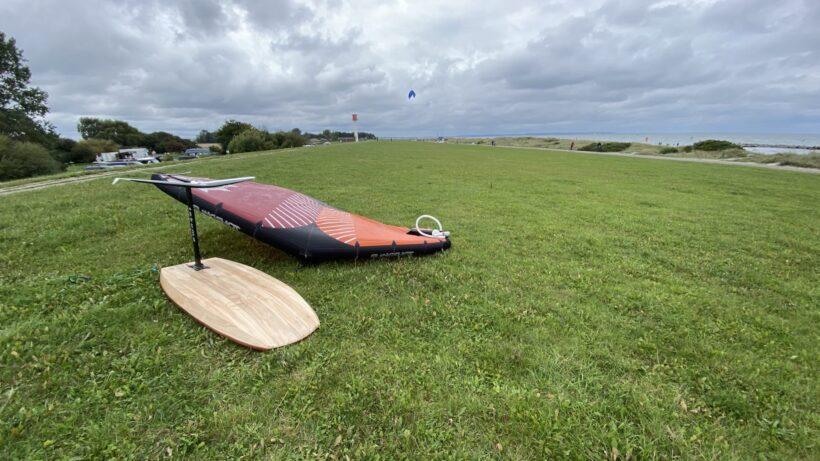 Wing Foil Board und Slingshot V2 Wing